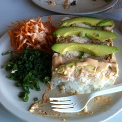 Photo taken at Que Rollo sushi by Rodolfo P. on 3/10/2012