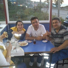 Photo taken at koç kardeşler kendin pisir kendin ye by Bayram Ş. on 6/12/2012