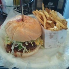 Photo taken at Back Alley Burger by Waverly B. on 3/27/2012