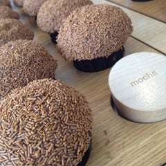 Photo taken at Sprinkles Cupcakes by Trent V. on 8/23/2012