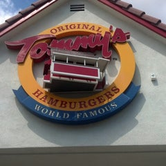Photo taken at Original Tommy's Hamburgers by Rindy R. on 9/11/2012