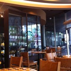 Photo taken at Starbucks (สตาร์บัคส์) by Metawee T. on 5/17/2012