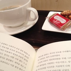 Photo taken at 준오헤어 (JUNO HAIR) by Tofu on 3/11/2012