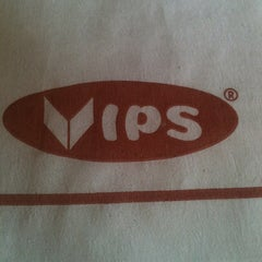 Photo taken at Vips by sergio C. on 8/28/2012