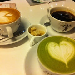 Photo taken at 아모카 (CAFÉ  AMOKKA) by Soyoung Y. on 3/23/2011