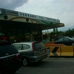 Photo taken at Gerbang Tol Pasteur by Akang A. on 3/11/2012