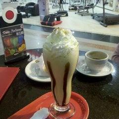 Photo taken at Café do Ponto by Sergio O. on 7/17/2011