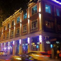 Photo taken at 1920 Restaurant & Bar by William K. on 7/30/2011
