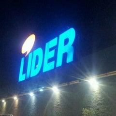 Photo taken at Hiper Lider by Fernando A. on 5/6/2012