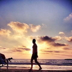 Photo taken at Frishman Beach (חוף פרישמן) by Dor H. on 7/17/2012
