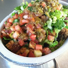 Photo taken at Chipotle Mexican Grill by Diana S. on 7/28/2012