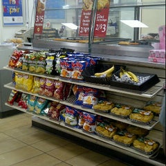 Photo taken at 7-Eleven by Yonge S. on 11/3/2011