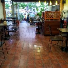 Photo taken at Mabuba Halal Food by Duranai P. on 6/5/2012