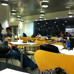 Das Foto wurde bei Baruch College - William and Anita Newman Vertical Campus von Emily M. am 12/13/2011 aufgenommen