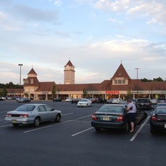 Photo taken at Jackson Premium Outlets by Chih-Han C. on 6/19/2012
