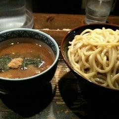 Photo taken at 三田製麺所 恵比寿南店 by 塚越(販促アドバイザー) on 3/17/2012