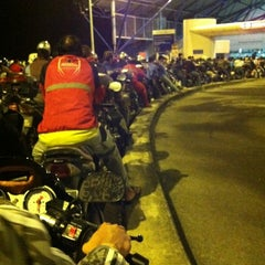 Photo taken at Tuas Checkpoint (Second Link) by Jiema I. on 2/24/2012