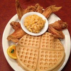 Photo taken at Gladys Knight's Signature Chicken & Waffles by Jamison N. on 8/28/2012