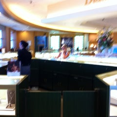 Photo taken at Jared Galleria of Jewelry by Ray E. on 7/22/2011