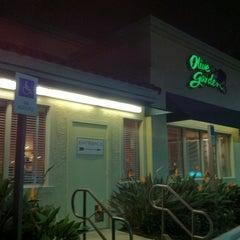 Photo taken at Olive Garden by Jon W. on 1/12/2011