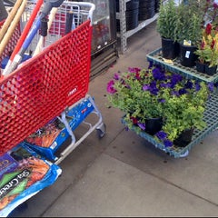 Photo taken at Lowe's Home Improvement by CHENZO D. on 5/11/2012