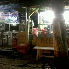Photo taken at Pecel Madiun Pak Ambon by YulKoz on 10/26/2011