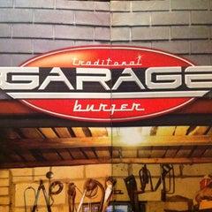 Photo taken at Garage Burger by Rodrigo M. on 1/22/2012