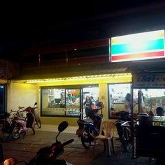 Photo taken at 7-Eleven (เซเว่น อีเลฟเว่น) by Ton F. on 11/30/2011