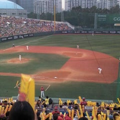 Photo taken at 목동야구장 (Mokdong Baseball Stadium) by Christina J. on 8/20/2011