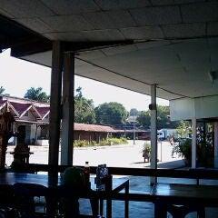 Photo taken at ตลาดทุ่งสมอ by Rabbit J. on 12/15/2011