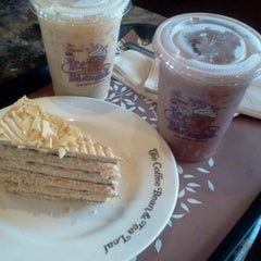 Photo taken at The Coffee Bean & Tea Leaf by Patrick D. on 1/30/2012