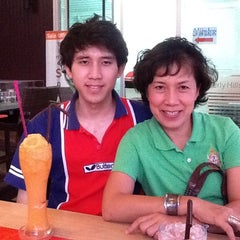 Photo taken at Coffee Tea Time by จรรยพร ช. on 11/9/2011