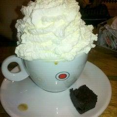 Photo taken at Café do Ponto by Juliane V. on 1/6/2012