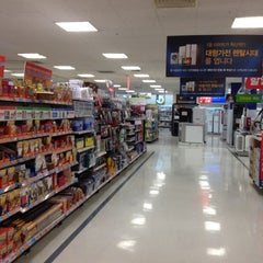 Photo taken at 이마트 (emart) by Cate S. on 4/4/2012
