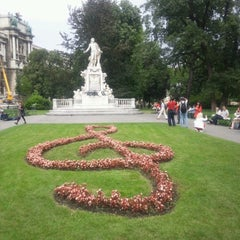 Photo taken at Burggarten by Manabu N. on 7/17/2012
