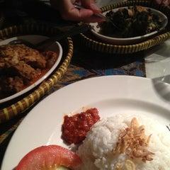 Photo taken at Joko's Indonesian Kitchen by Ratana on 9/1/2012