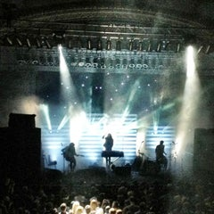 Photo taken at Newport Music Hall by Lauren 🎀 on 7/21/2012