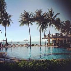 Photo taken at Phangan Bayshore Resort by Oahka S. on 8/12/2012