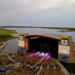 Photo taken at Nikon at Jones Beach Theater by Waleska on 8/21/2012