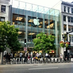 Photo taken at Apple Store, Boylston Street by Jaime S. on 8/24/2012