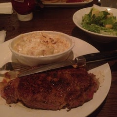 Photo taken at LongHorn Steakhouse by Mister Mike on 12/14/2011