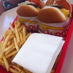 Photo taken at In-N-Out Burger by Ssuki B. on 6/10/2012