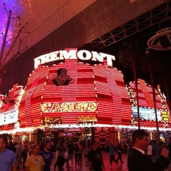 Photo taken at Fremont Hotel & Casino by Tamara H. on 5/20/2011