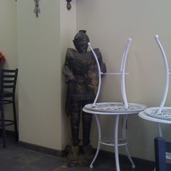 Photo taken at Salad Kings by Riana L. on 2/23/2011