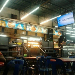 Photo taken at Restoran Osman by Ayud D. on 6/14/2012