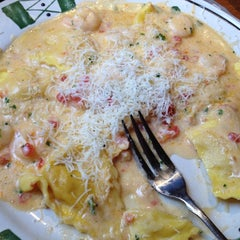 Photo taken at Olive Garden by Hannah H. on 5/9/2012