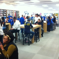Photo taken at Apple Store, Freehold Raceway Mall by Damian D. on 5/21/2012