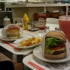 Photo taken at Achapa Hamburger by Luciano S. on 9/25/2011