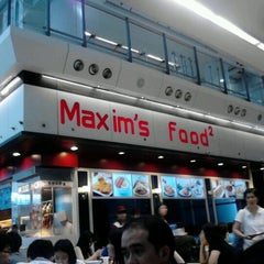 Photo taken at Maxim's Jade Garden 美心.翠園 by jufie on 8/25/2012