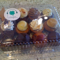 Photo taken at Cups Organic Cupcakes by Sonya S. on 3/13/2011